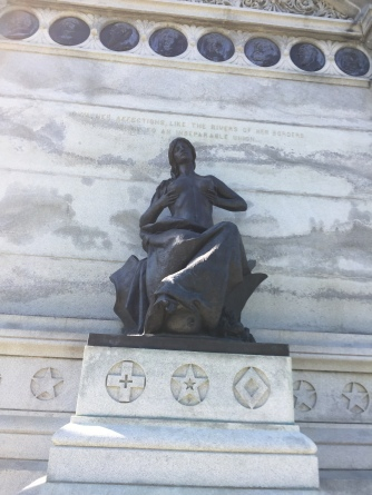 IA Statue Topless woman